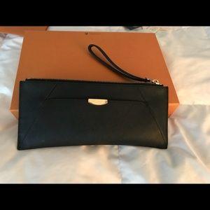Henri Bendel black zip wallet